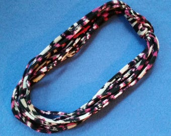 Recycled T-shirt Fabric Necklace - magenta, black, and cream graphic print, upcycled tshirt necklace tarn tshirt yarn