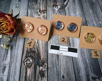 Rose Stud earrings-with small real flowers-resin/resin