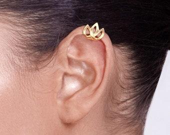 Gold Celtic Tulip Ear Cuff- ear cuff non pierced , gold ear cuff  , gold plated ear cuff , celtic jewelry , celtic ear cuff , tulip ear cuff