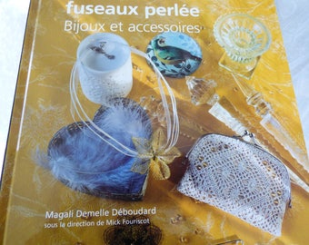 Beaded with Magali Déboudard bobbin lace