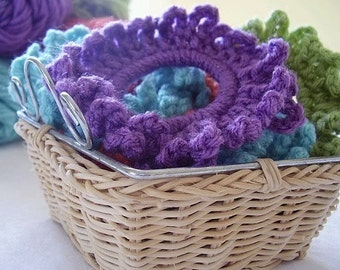 Fun crochet hair ties, scrunchies, pony tail holders. Choose your color.