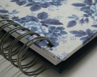 Quilt Journal - Memory Book - Quilt Notebook - Quilter's Journal  - Quilt Story - Quilting Journal - Quilter's Gift - Vintage Blue Floral