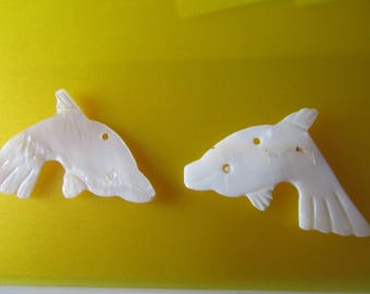 Set of 2 pendants - charms - Pearl - representing fishes