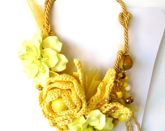 Crochet necklace, dècolletè yellow flowers, necklac spring summer necklace, ceremony necklace, cotton resin necklace, gift necklace