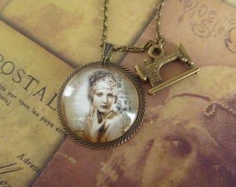vintage Necklace: Locket woman roaring twenties