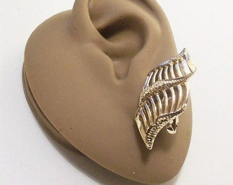Coro Sea Shell Clip On Earrings Gold Tone Vintage Double Row Twisted Open Swirl Ribs Pebbled Raised Edges