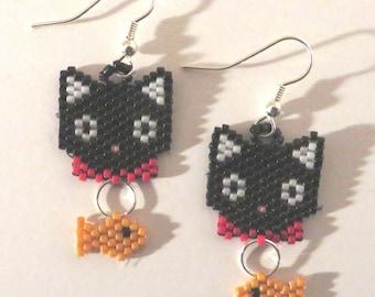 Handmade kitty with a fish beaded earrings.