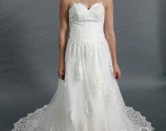 White Lace applique tulle A-line sweetheart neckline bridal gown wedding dress