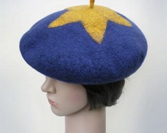 Beret bleu et or en laine merinos feutree, chapeau moderne et original, chapeau pour hiver