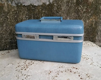 Royal Traveller Teal Blue Train Case with Tray