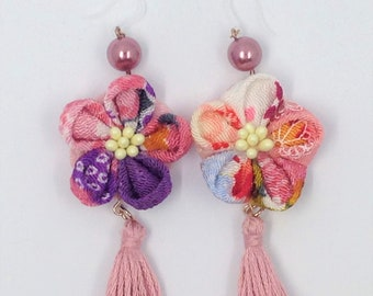 Tsumami Japanese Fabric earrings /  Swing flower earrings / Pink