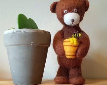 Needle felted brown bear//honey pot//bee//honey bee//bear and bee//needle felted bee//big brown bear//felted animals//felting//bee lover