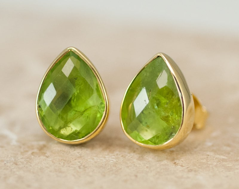 qp stone peridot gold stud earrings in white jewellers ctw infinity