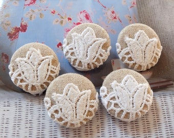 Chic Embroidery Victorian Ivory Elegant White Tulip Floral Flowers On Beige-Handmade Fabric Covered Buttons(5Pcs, 0.98 Inches)