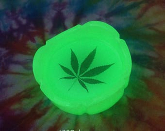 "3"" Cannabis Marijuana Leaf Trinket Dish Glow in the Dark Tray"