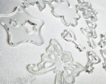 STOCK - 11 transparent plexi charms, mixed shapes