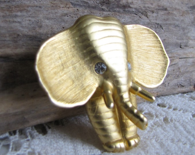 Elephant Norma Jean Pendant Vintage Jewelry and Accessories