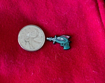 Ray Gun/Sci-Fi SOFT ENAMEL PIN. 22mm