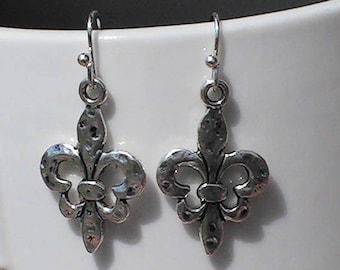 silver fleur de lis earrings. fleur de lis charms.