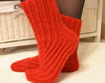 Knitting pattern socks / socks / womens cabled sock pattern / knit socks pattern / sock instructions / DIY knit socks