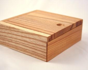 Wooden Jewelry Box / Keepsake box / Jewelry storage box. Jewelry organizer.
