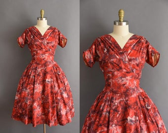 50s marbled print red soft cotton full skirt vintage dress Small 1950s cotton print full skirt red dress