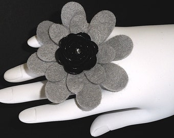 Tyra (Funky Felt Flowers Cocktail Ring)
