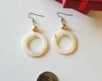 Mother of Pearl earrings, Pearl shell earrings round, Round earrings.