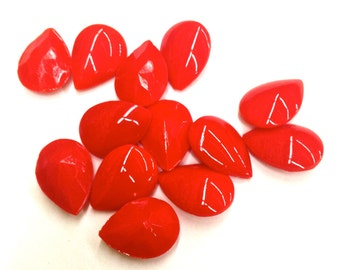 18 Pieces of Cherry Red Pear Shape Glass Stones