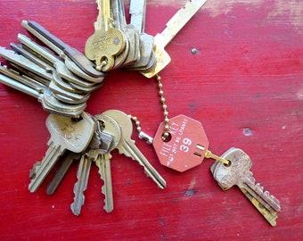DESTASH 25 Vintage keys Jewelry keys Cheap keys Stamping keys Bargain Lot of keys Wholesale keys Wedding Bulk keys Used keys Old keys #11