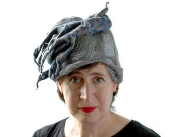 Einzigartige grauen Hut mit ungewöhnlich asymmetrische Skulptur auf Top - grau silber blau gefilzt Cloche - Seidenschal tragbare Kunst-Hut mit ranken