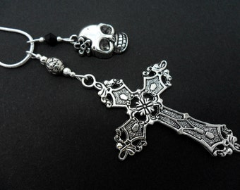 A lovely cross and skull  charm tibetan silver  pendant necklace.