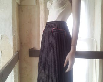 Vintage - Wiggle Skirt - Black with grey and red herring bone pinstripe - Chic secretary- Buttoned all the way down the back - Joseph Vaude