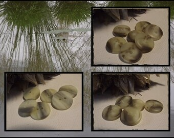 7 buttons Beige marbled Brown or gray * 13 or 14 or 15 mm 2 hole 1,3 or 1.4 or 1.5 cm