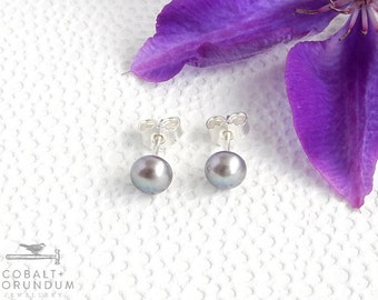 Grey pearl ear studs in 925 sterling silver | freswater pearls natural simple modern 6mm studs