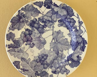 Blue and White Ivy and Grapes Round Plate