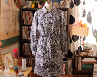 mod belted shirt dress . black & white fern leaf print dress with drawstring belt and patch pockets - womens small medium