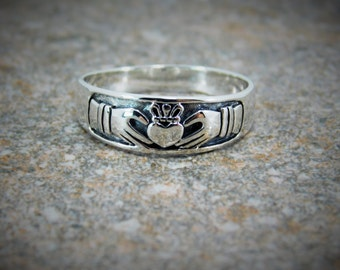 Claddagh Ring / Mens or Womens Sterling Silver 925 Claddagh Ring / Promise Ring / Engagement Ring / Free Engraving