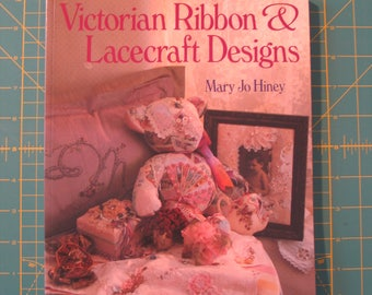 Victorian Ribbon and Lacecraft Designs by Mary Jo Hiney (1994, Paperback) Wedding Pillows-Frames