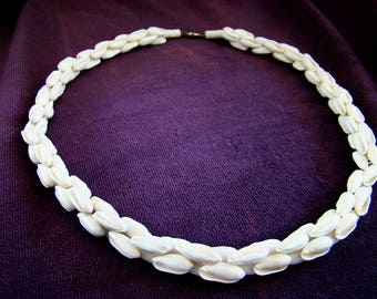 Shell Necklaces, Vintage Shell Necklaces, Beaded Necklaces, Vintage Necklaces, White Necklaces, Retro Necklaces, Beaded Necklace