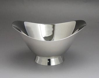 1956-1965 Modernist Tiffany & Co Sterling Silver Fluted Round Bowl / Dish
