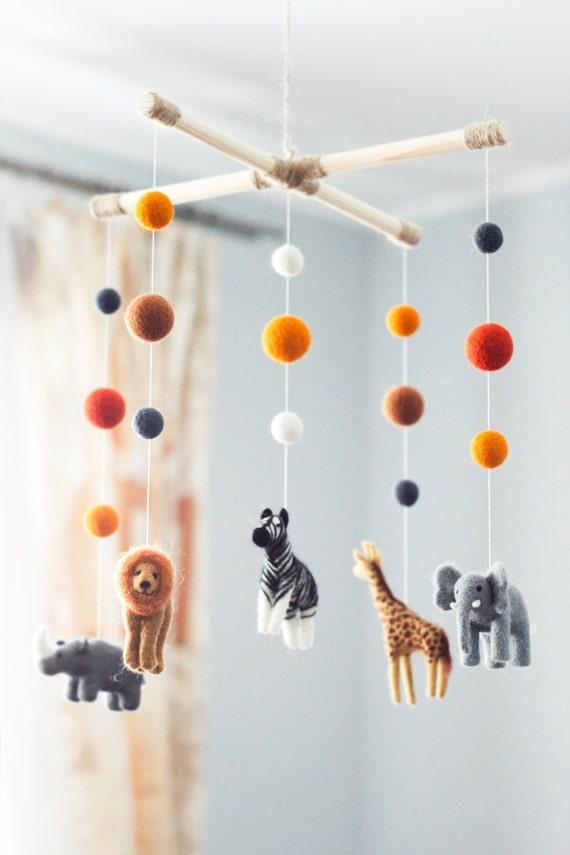 nadel gefilzte baby mobile safaritiere elefant zebra giraffe. Black Bedroom Furniture Sets. Home Design Ideas