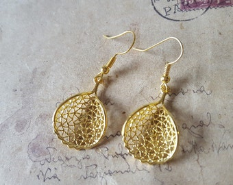 Filigree leaves earrings ~ gold ~.