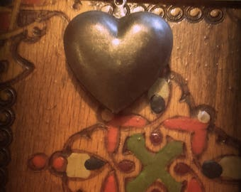 Vintage 25mm aged brass puffy heart pendant charm