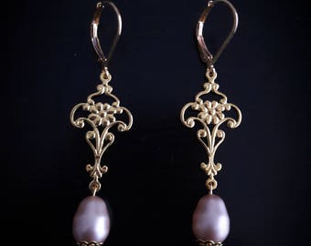 Filigree dangle earrings and Pearl