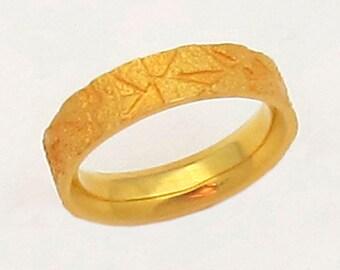 18K Gold Ring, Size 9.5