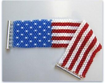 Drapeau USA perlé Bracelet, Bracelet manchette, Bracelet tissée en perles de 8 pouces, rouge, blanc, bleu, 4 juillet, glisser fermoir à la main, jour de l'indépendance
