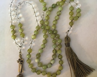 standing Buddha mala in peridot and quartz