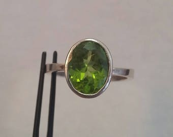 peridot ring set in sterling silver - free shipping - size 8 - turningleafjewelryco - hand made - august birthstone - peridot jewelry