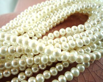 50 glass beads Pearl, ivory colored, 4mm, (ma10)